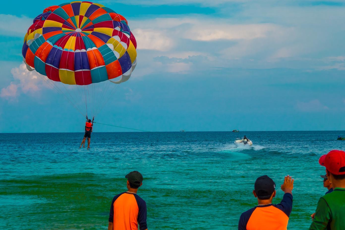 Best Beaches on Phu Quoc Island - Sao Beach Parasailing