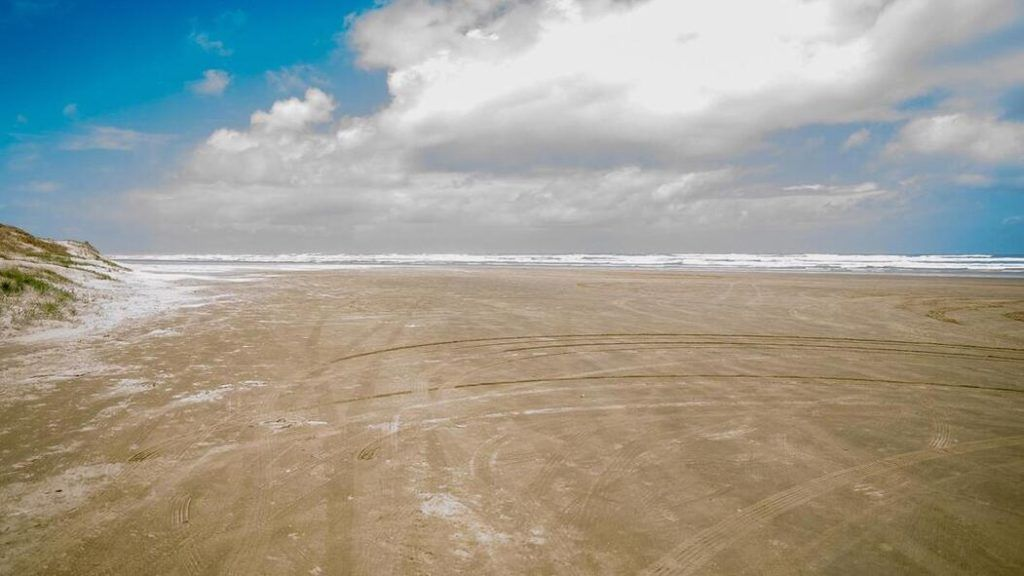 90 Mile beach state highway - Auckland to Cape Reinga Road Trip