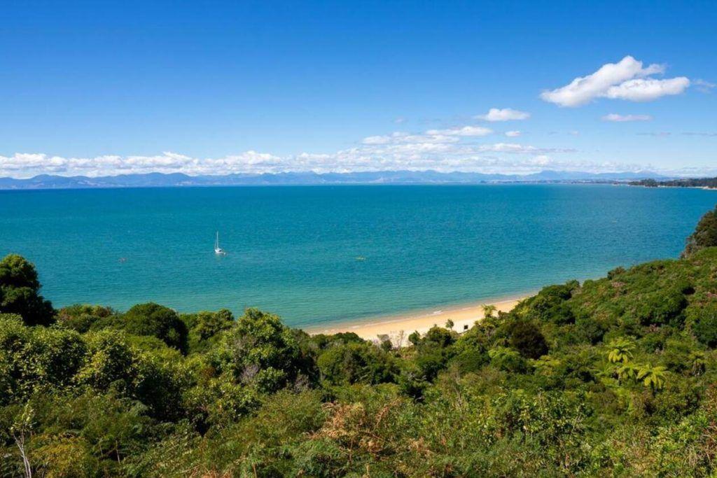 Views from Abel Tasman Track of the ocean