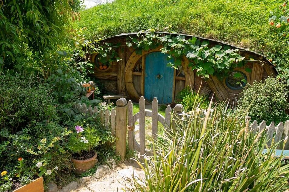 Interesting things about New Zealand - Hobbit houses!