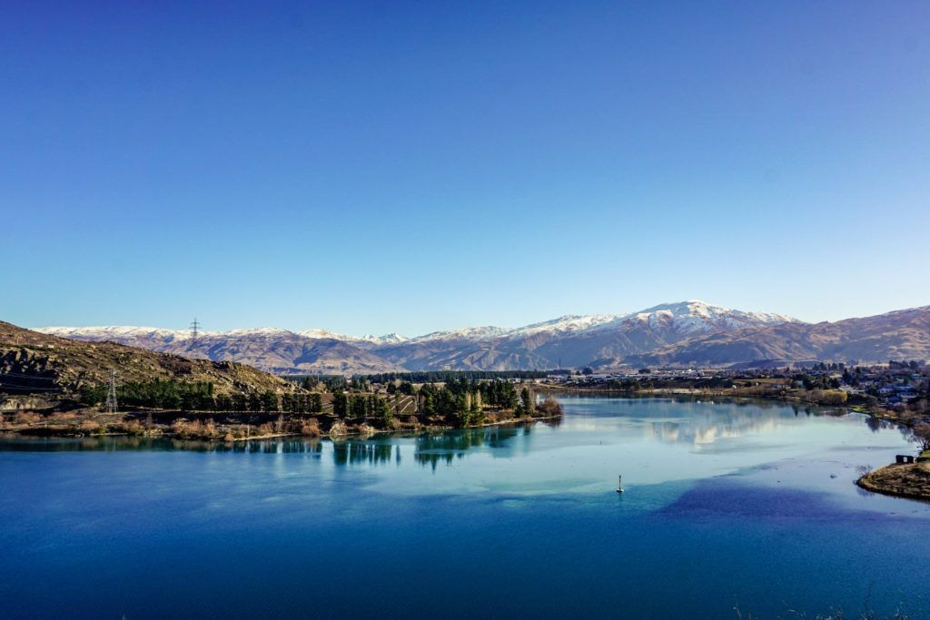 Cromwell, one of the best small towns in New Zealand is located beside Lake Dunstan